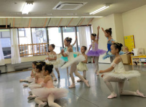 バレエソレイユのスタジオでの練習風景です。