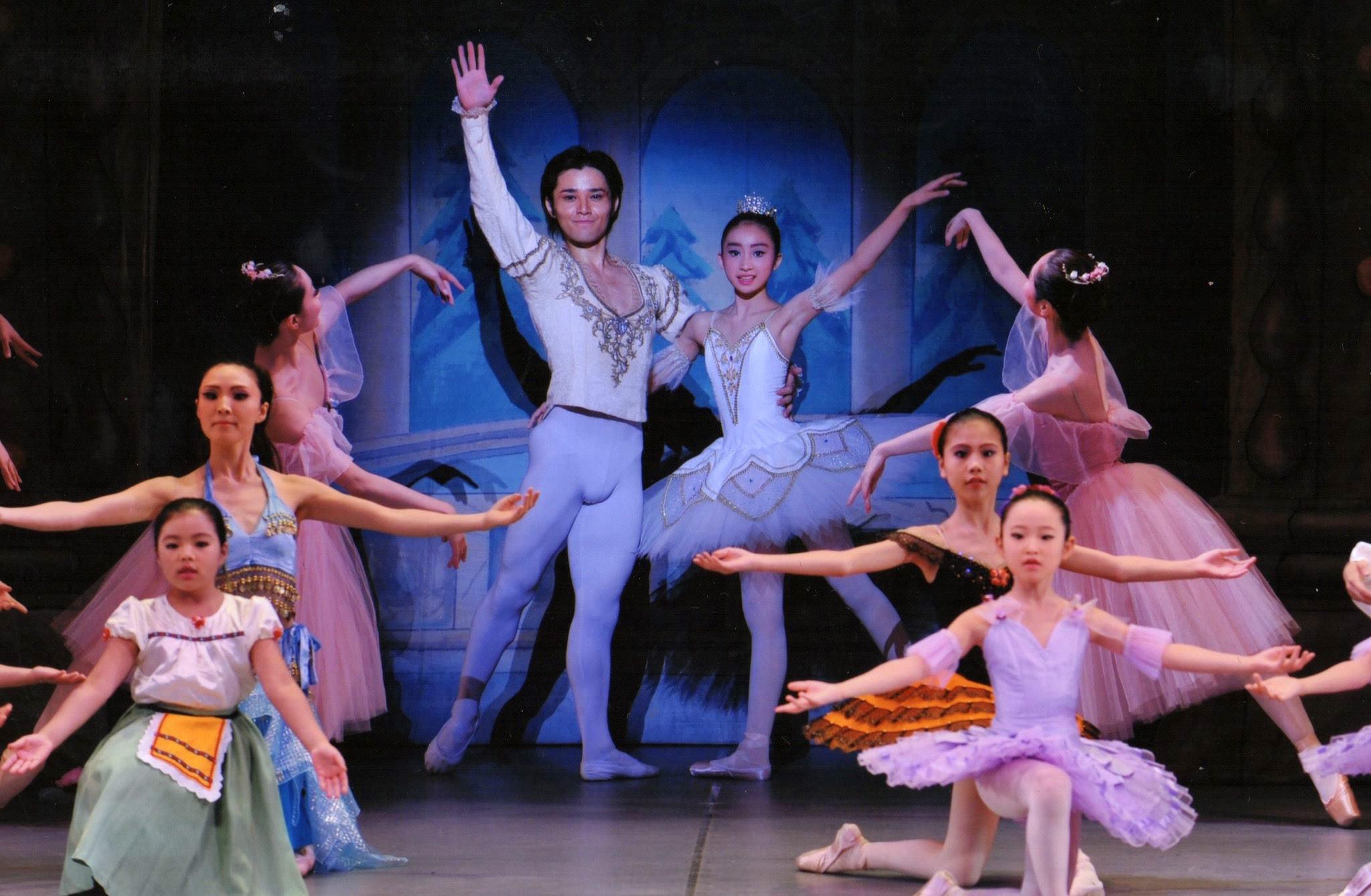 バレエソレイユのバレエ発表会の写真です。